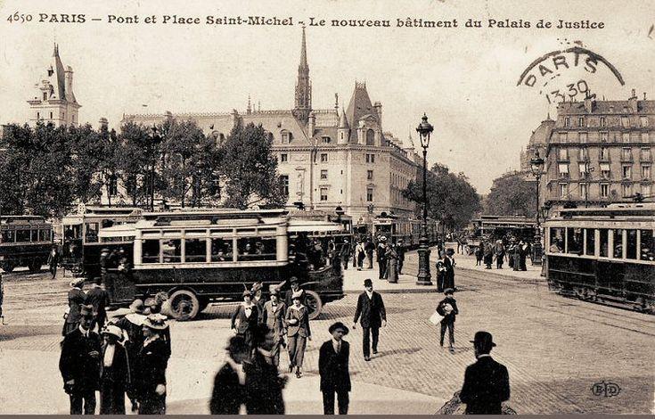 Le place Saint-Michel et le nouveau bâtiment du Palais de Justice, de l'autre côté du pont, vers 1910