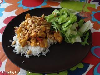 FLYGANDE JAKOB (Världens godaste) - Recept - evt. kan risene lægges nederst i fadet og man kan også tilsætte champignon ristet i bacon fedtet.