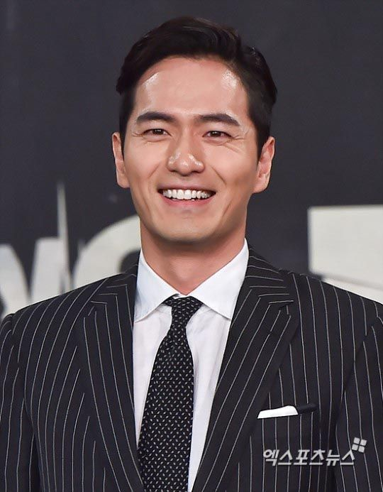MBC's revenge-themed action romance drama Goodbye Mr. Black is mere days from its premiere, which makes this production press conference a bit late in the game — though still welcome, seeing as how dapper and chic everybody's looking. Held on March 14, all the main cast members were present, featuring Lee Jin-wook as the Count …