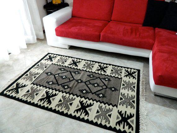 Albania kilim, Qilim shqiptare https://www.etsy.com/it/listing/476861340/handmade-kilim-rug-new-vintage-kilim-rug