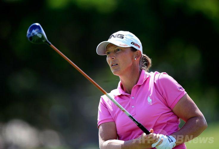 女子ゴルフ、LPGAロッテ選手権(LPGA Lotte Championship 2014)3日目。13番ホールで第2打を打つアンジェラ・スタンフォード(Angela Stanford、2014年4月18日撮影)。(c)AFP/Getty Images/Getty Images/Jamie Squire ▼19Apr2014AFP|スタンフォードが首位キープ、LPGAロッテ選手権 http://www.afpbb.com/articles/-/3013038 #Angela_Stanford