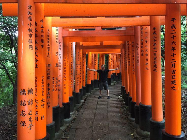 """Kyoto Gezi Rehberi 1. Başlangıç """"Dünyanın en iyi şehri seçilmiş üst üste. Japonya'da mutlaka görülmesi gereken şehirlerin de başında geliyormuş.Görmeden olmaz."""" Hiroşima'dan akşamüzeri ayrılıyoruz. İstikamet, bırakın ülkeyi, dünyanın en iyi şehri seçilen, tarihi dokusunu hala koruyan ve size nefes kesici anlar, manzaralar yaşatacak olan şehir, Kyoto. Yine Shinkansen treni ile gidiyoruz. Yine..."""