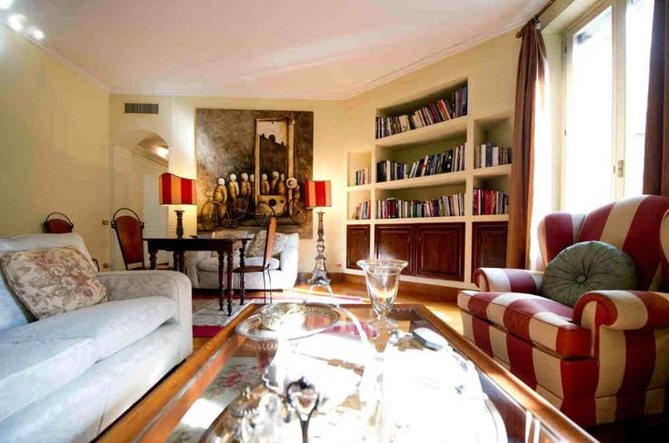 Proponiamo a Milano, in Via Vivaio, questo prestigioso appartamento del prezzo di 1.080.000 €, completamente arredato con mobili di pregio.