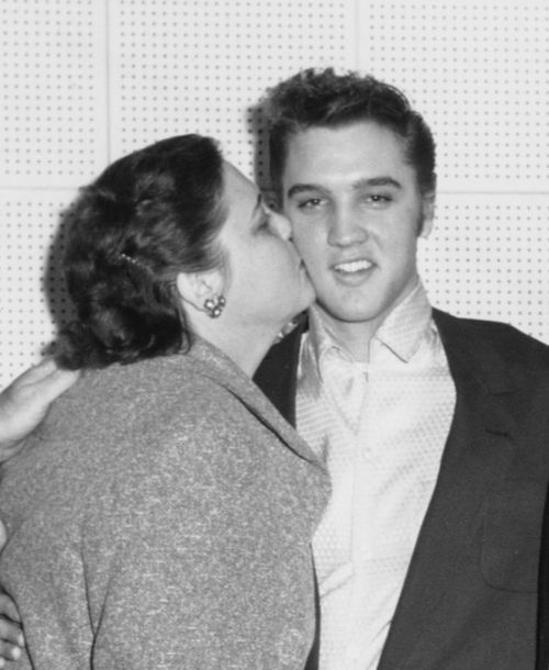 Elvis and his mother! I love this picture! <3