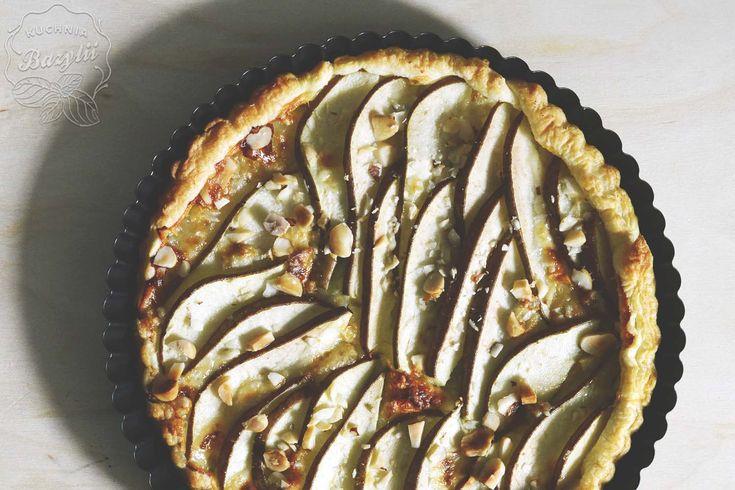 Tarta z ciasta francuskiego z gruszkami i serem pleśniowym