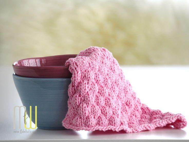 Heute bekommt Ihr das neue Muster zum Spültücher stricken. Das #designhoch12 Muster im Mai ist fluffig und weiblich und wunderschön in Rosé.