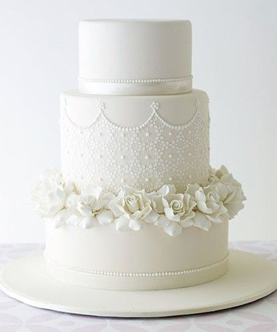 Gardenia Lace. An intricately piped feature tier surrounded by delicate handmade sugar Gardenias.