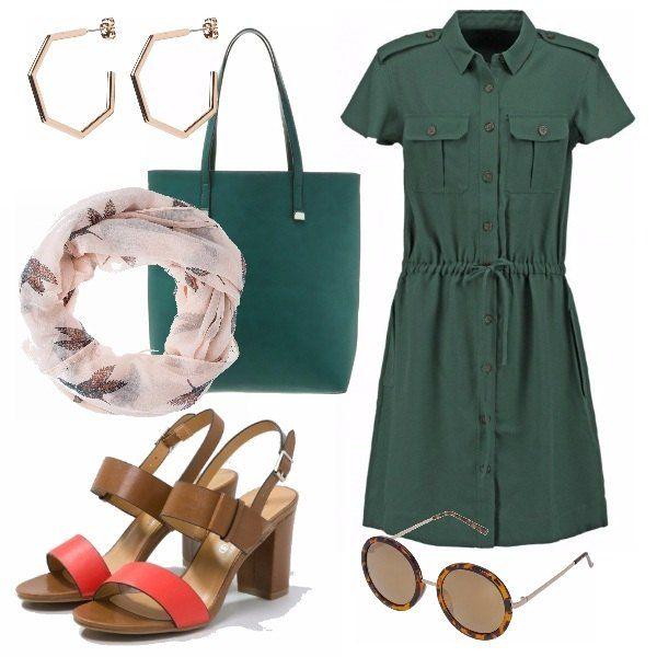 Outfit primaverile e estivo, molto comodo con sandali aperti dal tacco grosso, con un tocco di rosso che stacca dal verde. Camicia lunga verde e borsa in tinta, sciarpa fantasia per le giornate più fresche e un tocco glam dato dagli orecchini a cerchio e dagli occhiali.