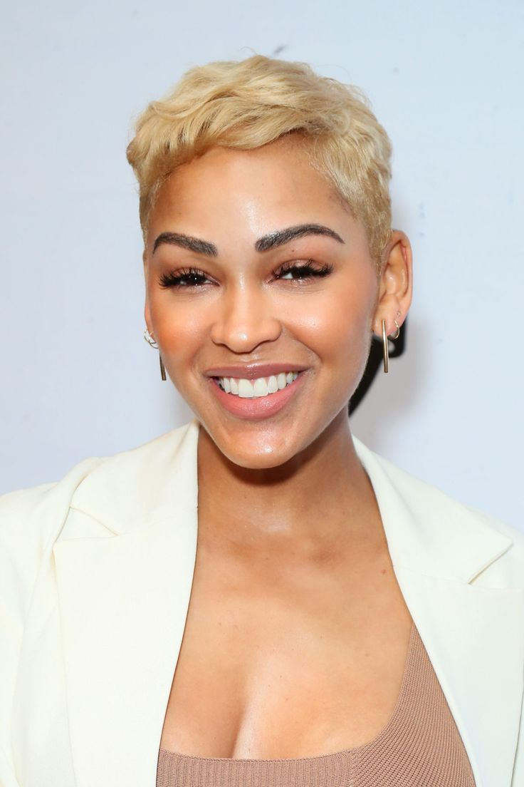 Let's All Admire These Jaw Dropping Hairstyles At ESSENCE's 2019 Black Women In Hollywood | Short hairstyles for women, Older women hairstyles, Short hair styles