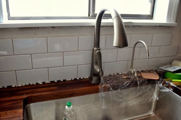 How to Tile a Kitchen Backsplash - The Ugly Duckling HouseKozy Kitchen, Ducklings House, Diy Crafts, Kitchens Ideas, House Holding, Kitchens Backsplash, Buildings Block, Kitchens Dreams, Handy Hints