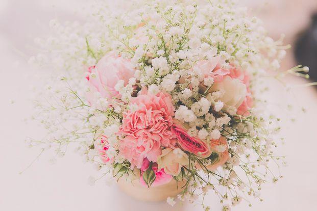©Madfotos - Un mariage rustique et champetre - La mariee aux pieds nus