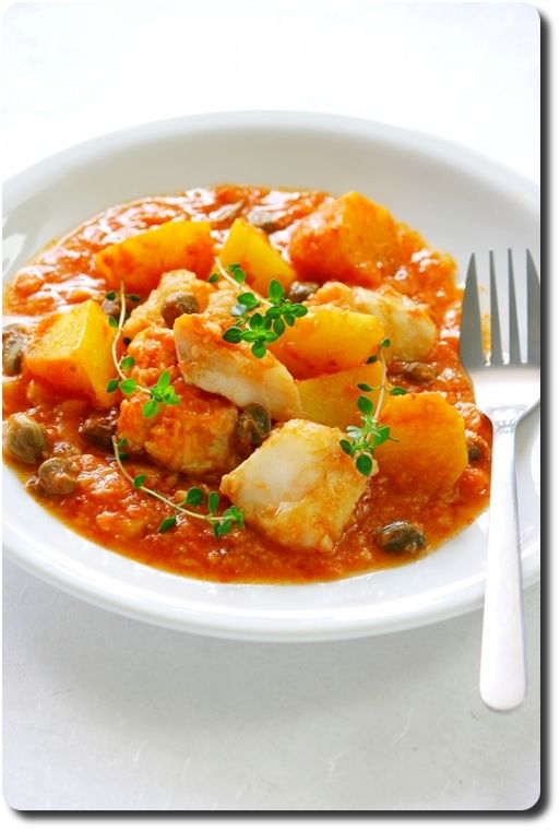 Baccalà al pomodoro (morue en sauce tomate, pomme de terre et câpres)