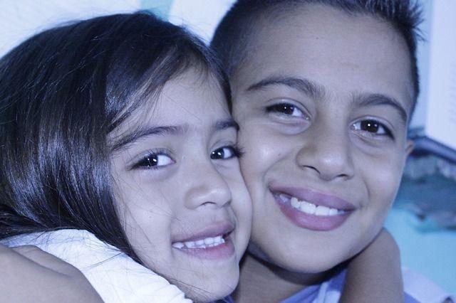 20 phrases à dire aux enfants pour éviter jalousie et rivalité dans les fratries (et tout groupe d'enfants). Issues du livre Frères et soeurs sans rivalité