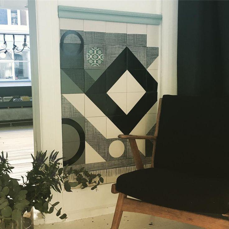 Nyt flise panel i showroom... #loveit #arttiles #tile #tiledesign #tilework #panel #interiordesign