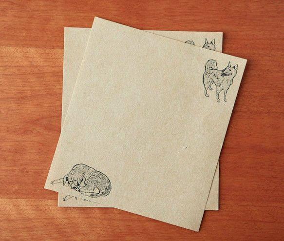 人懐っこい表情のお犬様たちが愛らしい便箋です。犬好きの方へのちょっとしたお手紙に。20枚入り。16×18cm  ハンドメイド、手作り、手仕事品の通販・販売・購入ならCreema。