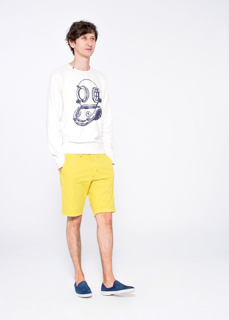 White sweater sporting with vintage scuba-diver design, with a pair of yellow shorts SUN68 Man SS15 #SUN68 #SS15 #man #bermuda #sweater
