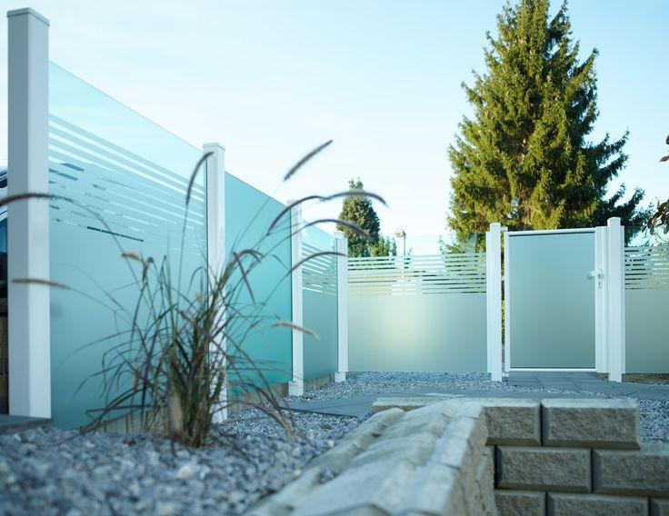 Modernes, Zeitloses Design. Glas im Garten ermöglicht das Abgrenzen lichtdurchfluteter Räume die trotzdem einen Sichtschutz bieten.