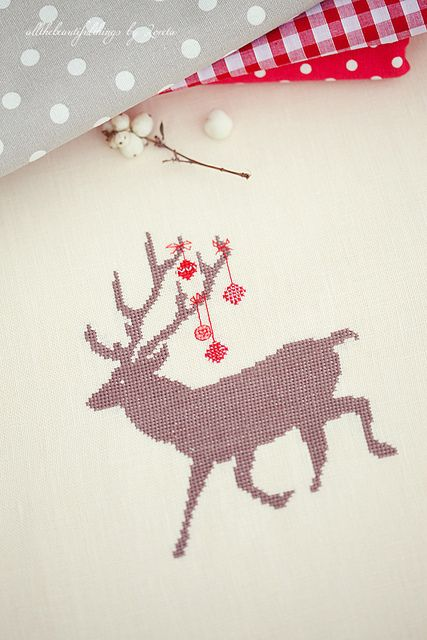 reindeer christmas cross stitch--no tutes but beautiful inspirations