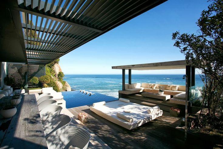 Терраса и столовая с панорамным видом на океан