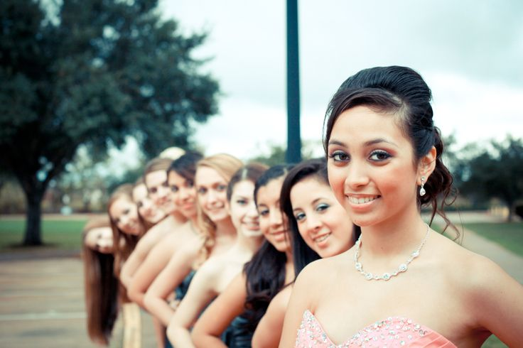 Another cute photo idea with your damas for your Quinceañera  Photo Credit: Laceymarie Photography
