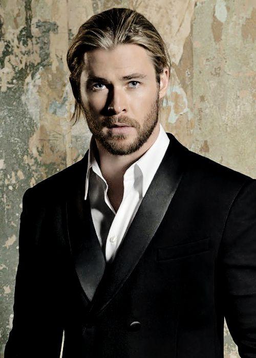Chris Hemsworth - Cabelo meio preso, meio soltando e o charme está nisso. Liiiiiiiiiindo!!!