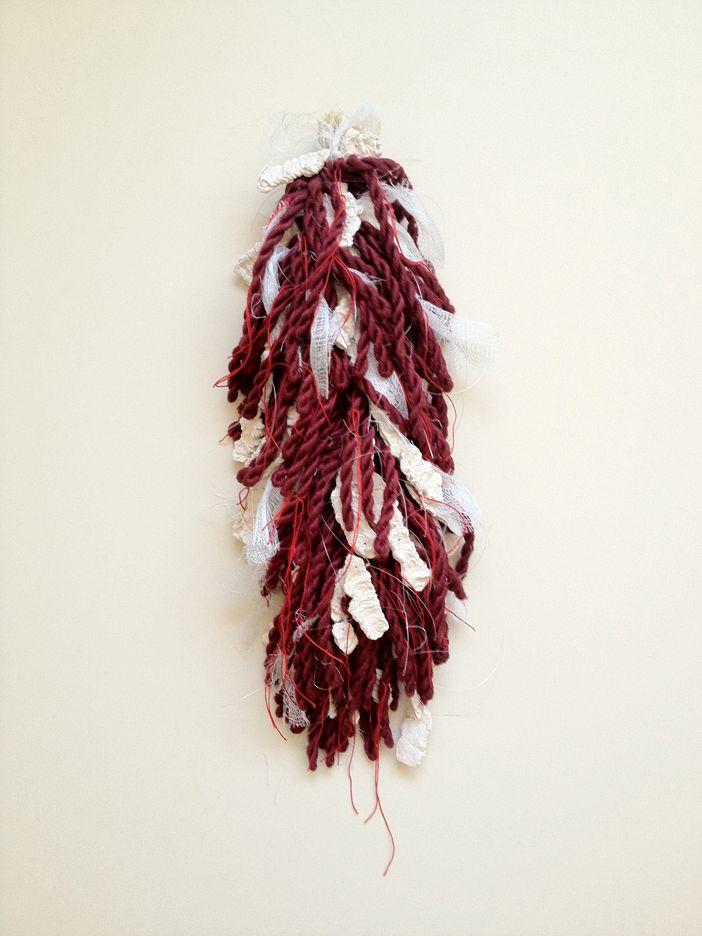 Origen de la Dependencia III  2012. Dimensiones variables. Ensamblajes de fibras textiles, gasas y piezas de papel cerámico
