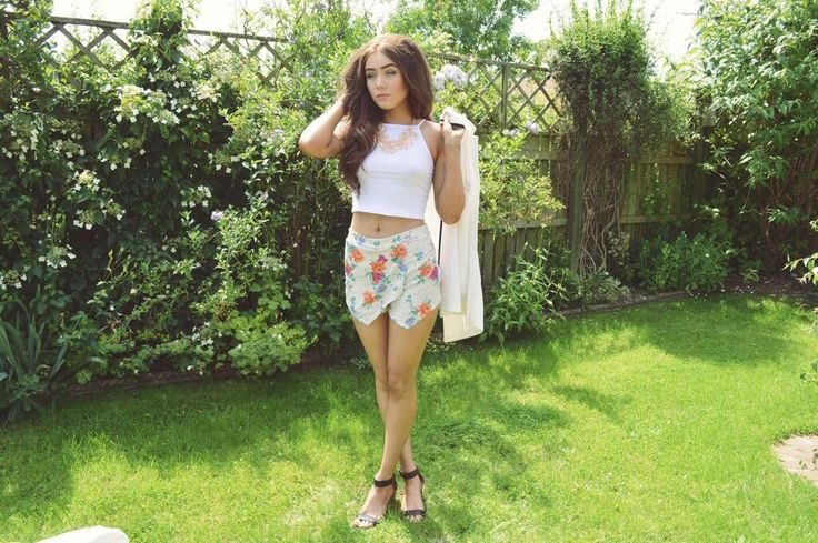 Gina aka Ohmygeeee in our Floral Skort / http://www.amidnightwonderland.com/product/floral-skort