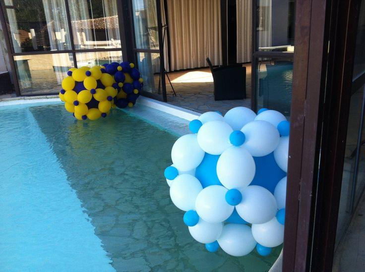 ballon décoratif dans piscine