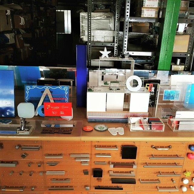 . Http: //metacrilatoamedida.es venta de planchas de metacrilato en colores y transparentes a medida.  (corte l�ser y trabajos especiales) precio m�nimo garantizado (todas las medidas desde 2mm hasta 80mm.Se Fabrican urnas, mesas a medida,redondos a medida.ovalos.llaveros grabados, trofeos. pins etc..  50x50x3mm transparente 15� und.  100x50x3mm transparente  25� und.  100x100x3mm 40� und.envios a toda espa�a, google10e9dcab1c3690fd.html