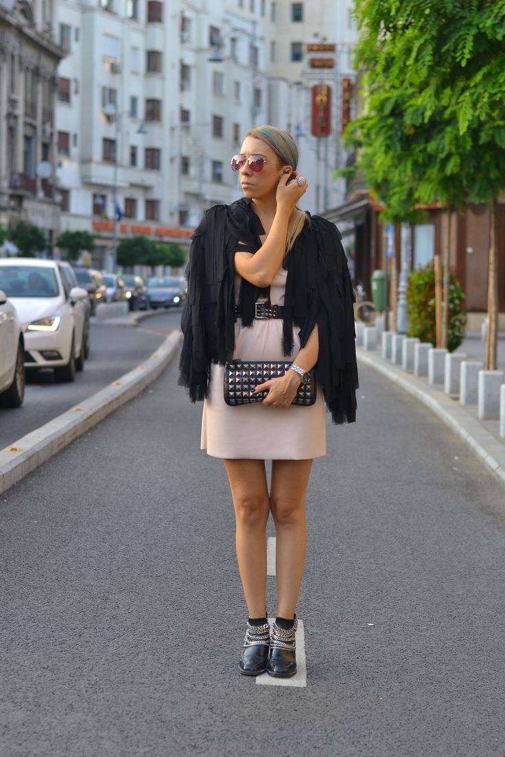 #monoclu #streetfashionbucharest #raybanfashion #leather #colorhair #casualoutfits #allblack #fashionbags #adona #cooloutfit #rockstyle #zara #burberrybelt #pinksunglasses #buchareststyle #bloggers #coolpictures #fashionshooting #bloggerslive #lovemyjob   http://www.monoclu.ro/my-leather-dress-fits-with-my-blue-and-purple-hair-im-a-rainbow/#more-2982