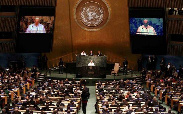 """Papa Francesco all'assemblea generale delle Nazioni Unite Papa Francesco all'assemblea generale delle Nazioni Unite, New York, 25 settembre 2015: """"Signor Presidente, Signore e Signori, ancora una volta, seguendo una tradizione della quale mi sento onorato,  ##popeinnyc #papafrancesco"""