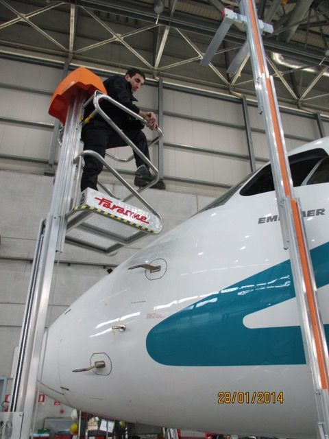Faraone specializzata nei lavori in quota presenta alcune realizzazione spciali per fare manutenzione ad aereomobili ed elicotteri www.Faraone.Com