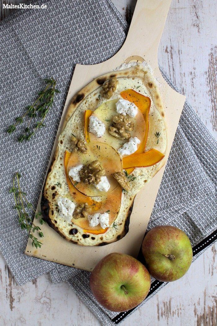 Flammkuchen mit Kürbis und Äpfeln vom Beefer Pizzastein. #flammkuchen #kürbis #äpfel | malteskitchen.de