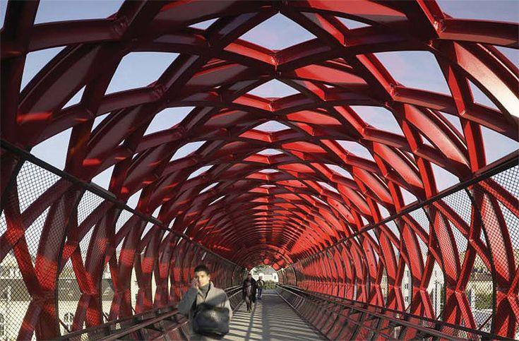 Pedestrian Bridge, Bernard Tschumi Architects and Hugh Dutton Associates.