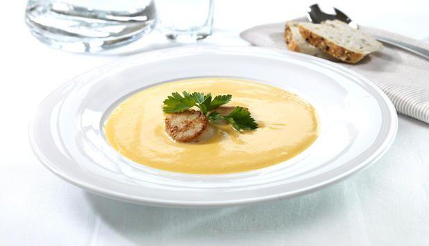 Prøv denne smakfulle gresskarsuppen servert med stekt kamskjell. Suppen kan serveres både som forrett og hovedrett.