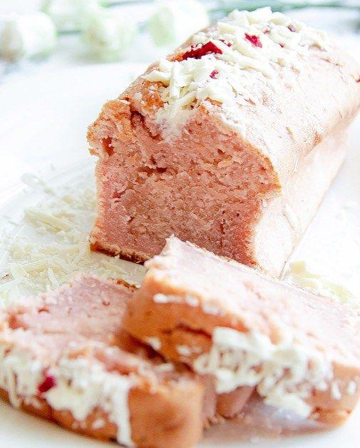 Клубничный кекс с праздничной глазурью из шампанского