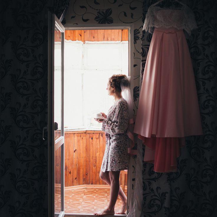 Каким должно быть свадебное платье в 2017 году? 👬👬👬 Платье невесты – это один из самых важных и запоминающихся нарядов в жизни каждой женщины👗💄💋👠. Именно поэтому его выбору уделяется огромное количество внимания и сил. Ежегодно к этому элементу одежды выдвигается немало требований, в соответствии с модными веяниями👗👗👗. И 2017 год не стал исключением, подарив этому платью совершенно новое, интересное «звучание». . 👗👗👗В пастельных оттенках. Традиционный белый, конечно же, не…