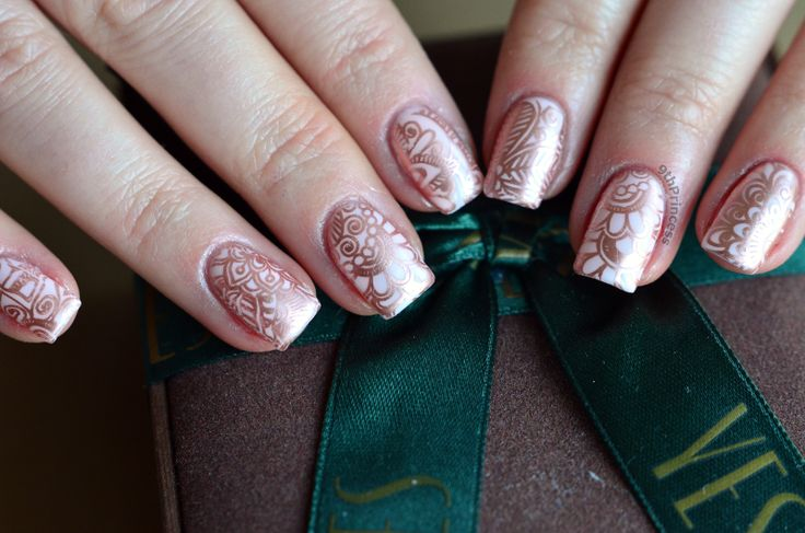 Semilac Biscuit and Essie Penny Talk nail art