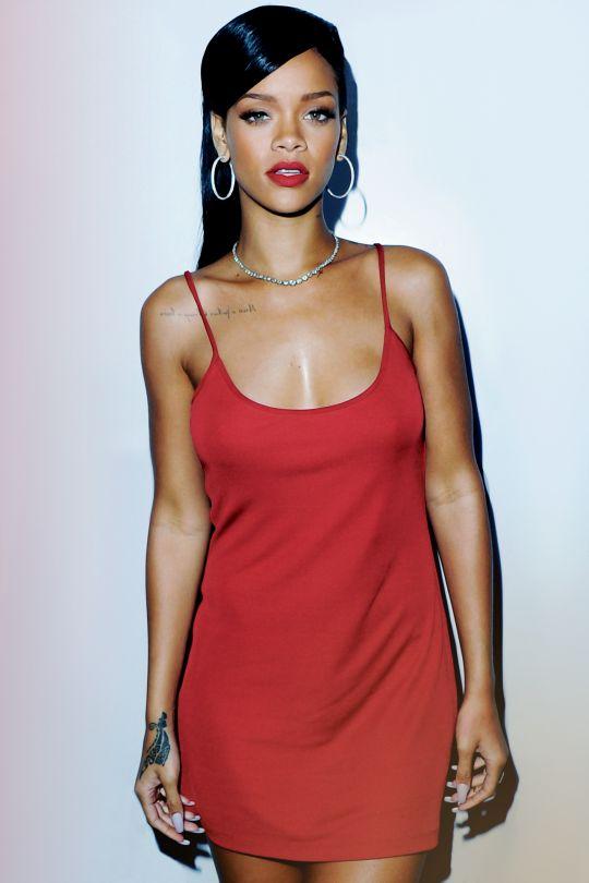 [ Pinterest : Ndeye Ndiaye ] Rihanna vêtue de rouge.