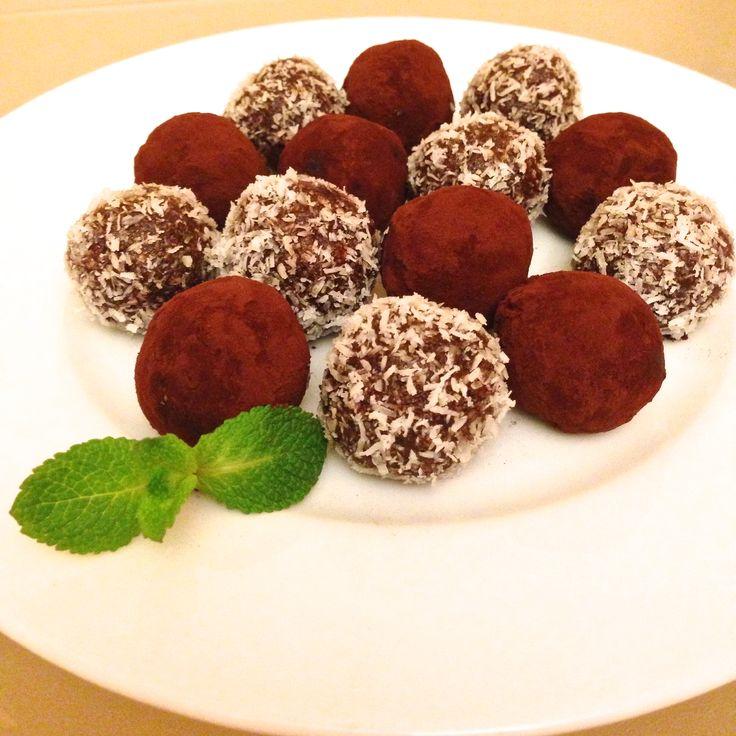 Raw Vegan Chocolate Truffles. Recipe at yimtfoods.com