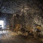 Chiharu Shiota es una artista especializada en performances e instalaciones. Es conocida por la creación de obras que llenan espacios vacíos.