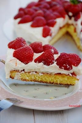 herzelieb: Erdbeer-Buttercreme-Torte