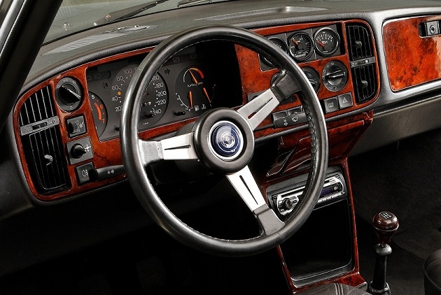 Saab 900 wheel