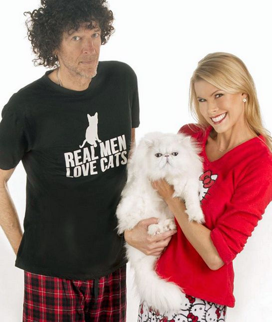 Beth Ostrosky Stern and Howard Stern have 6 cats in their household.
