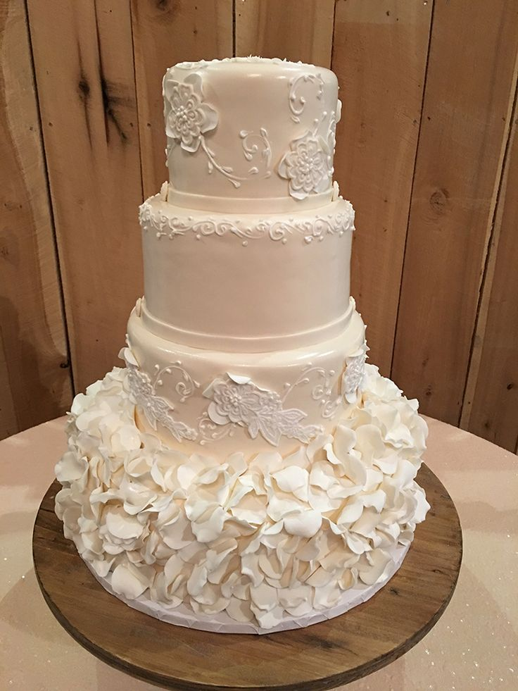 traditional white wedding cake best 25 traditional wedding cakes ideas only on 21214