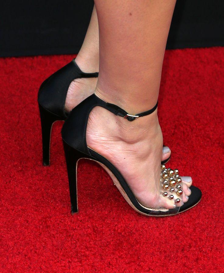 Sara Paxton's Feet << wikiFeet