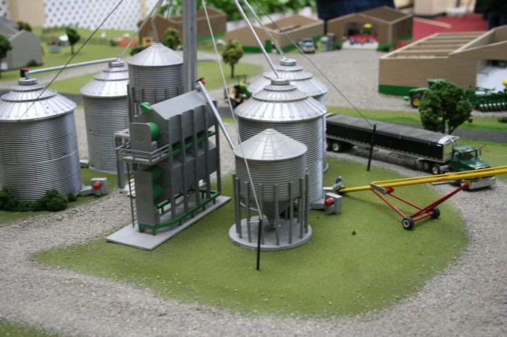 Model Farm Monday Week 175 | Customs & Display Journals ® | Toy Talk | The Toy Tractor Times Online Magazine
