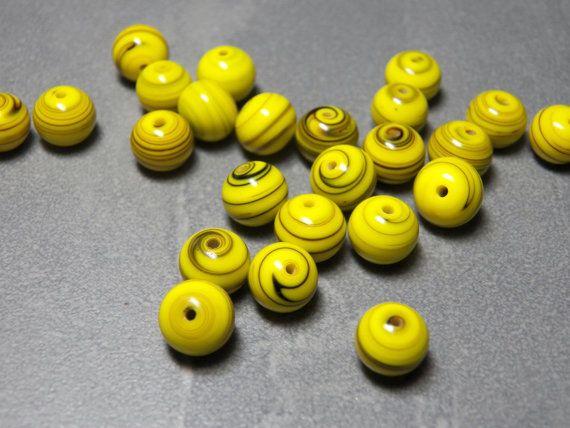 Vintage Duitse geel met zwarte Swirls 8mm ronde door 1GRANDMA