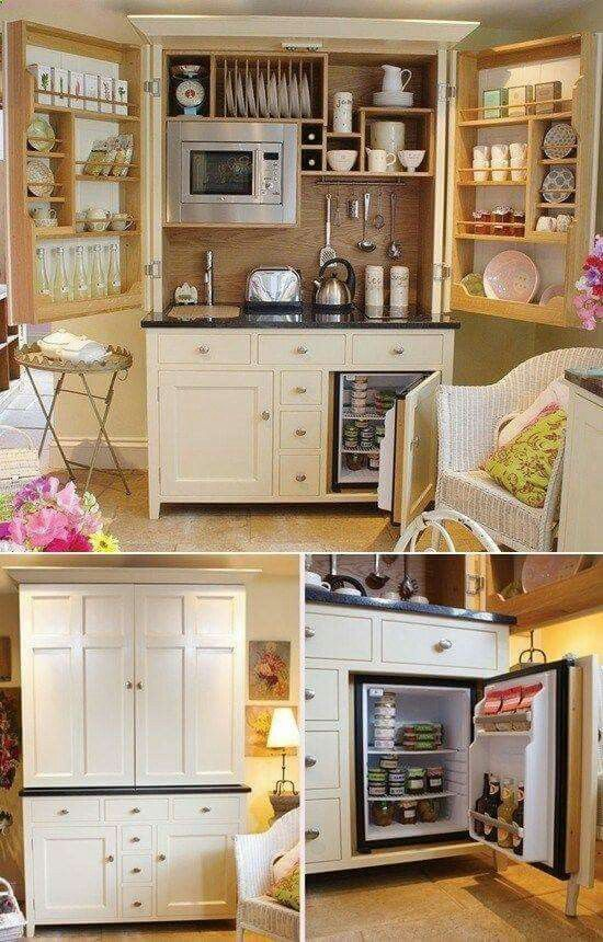 The tiniest kitchen set up ive ever seen, would have loved this for my efficiency