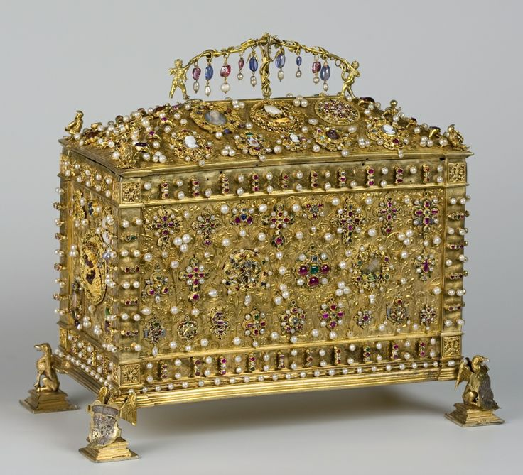 Queen Jawiga's treasure box. Jadwiga was a Polish princess, who at the age of 12 married Lithuanian duke Jogaila and started a Jagiellonian dinasty, which ruled the Kingdom of Poland and Grand Dutchy of Lithuania for almost 200 years. Jadwiga, who later became a saint and her husband Jogaila, restored and expanded the famous Jagiellonian university in Krakow where Nicolaus Copernicus later studied.